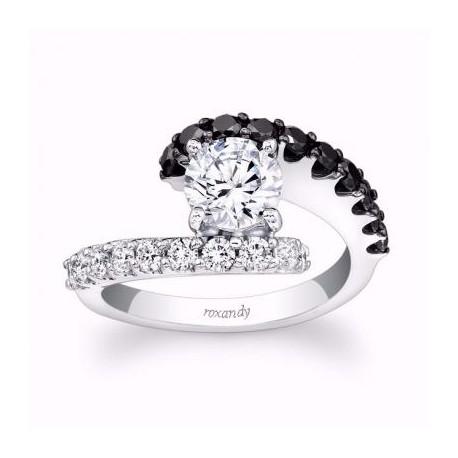 Inel de logodna din aurcu diamante negre si albe